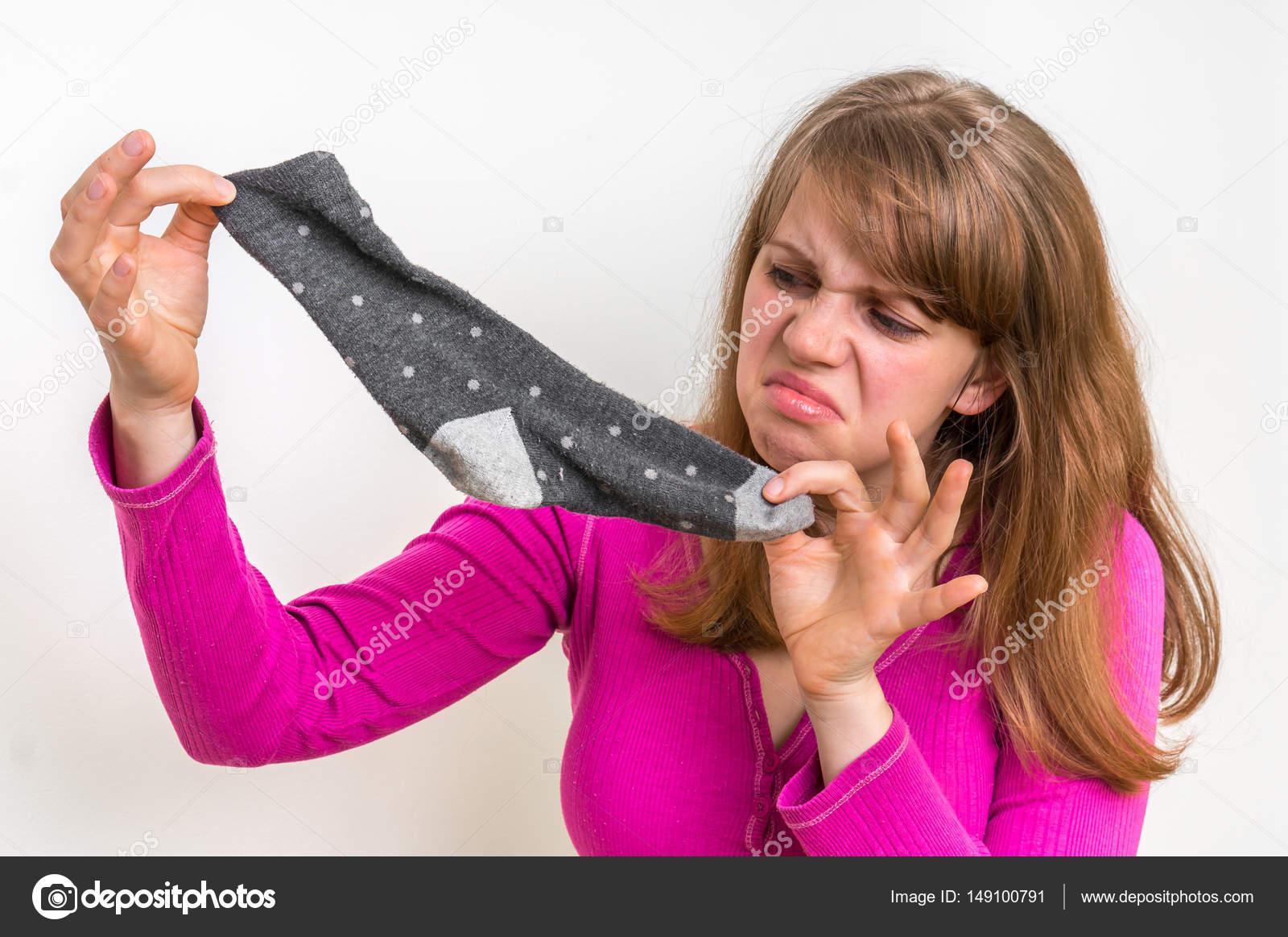 Порка девушек девушка в грязных носках фото