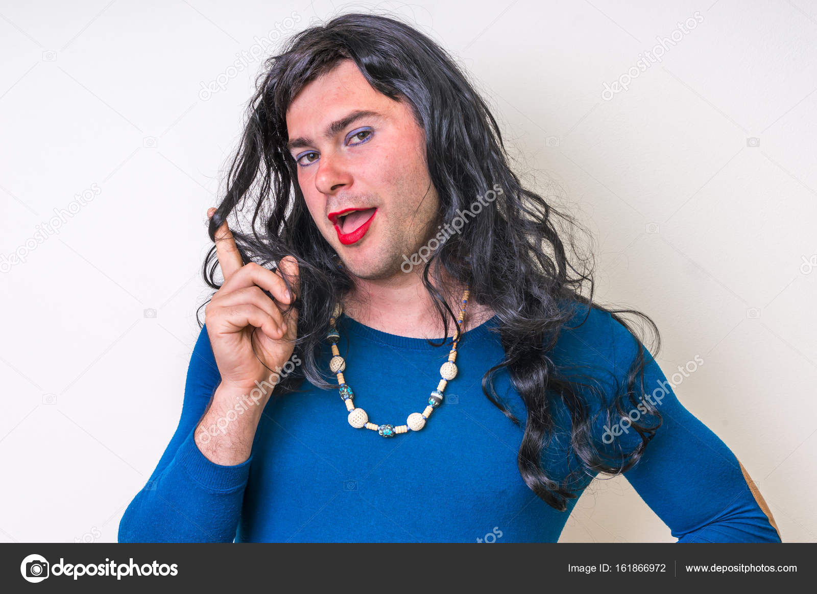 Бородатые трансвеститы в платьях