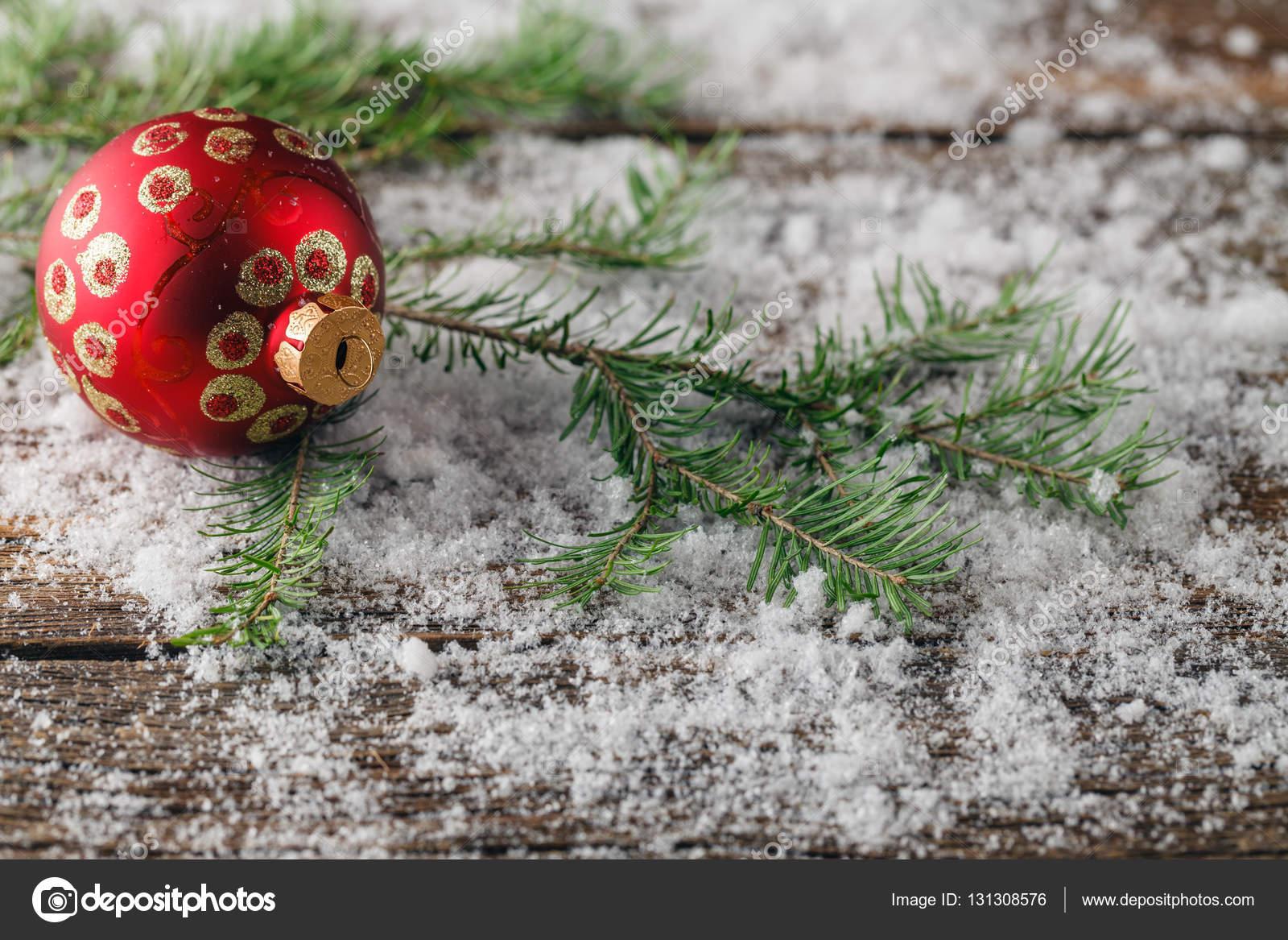 Weihnachten Wallpaper mit Fichte Äste und Schnee — Stockfoto ...