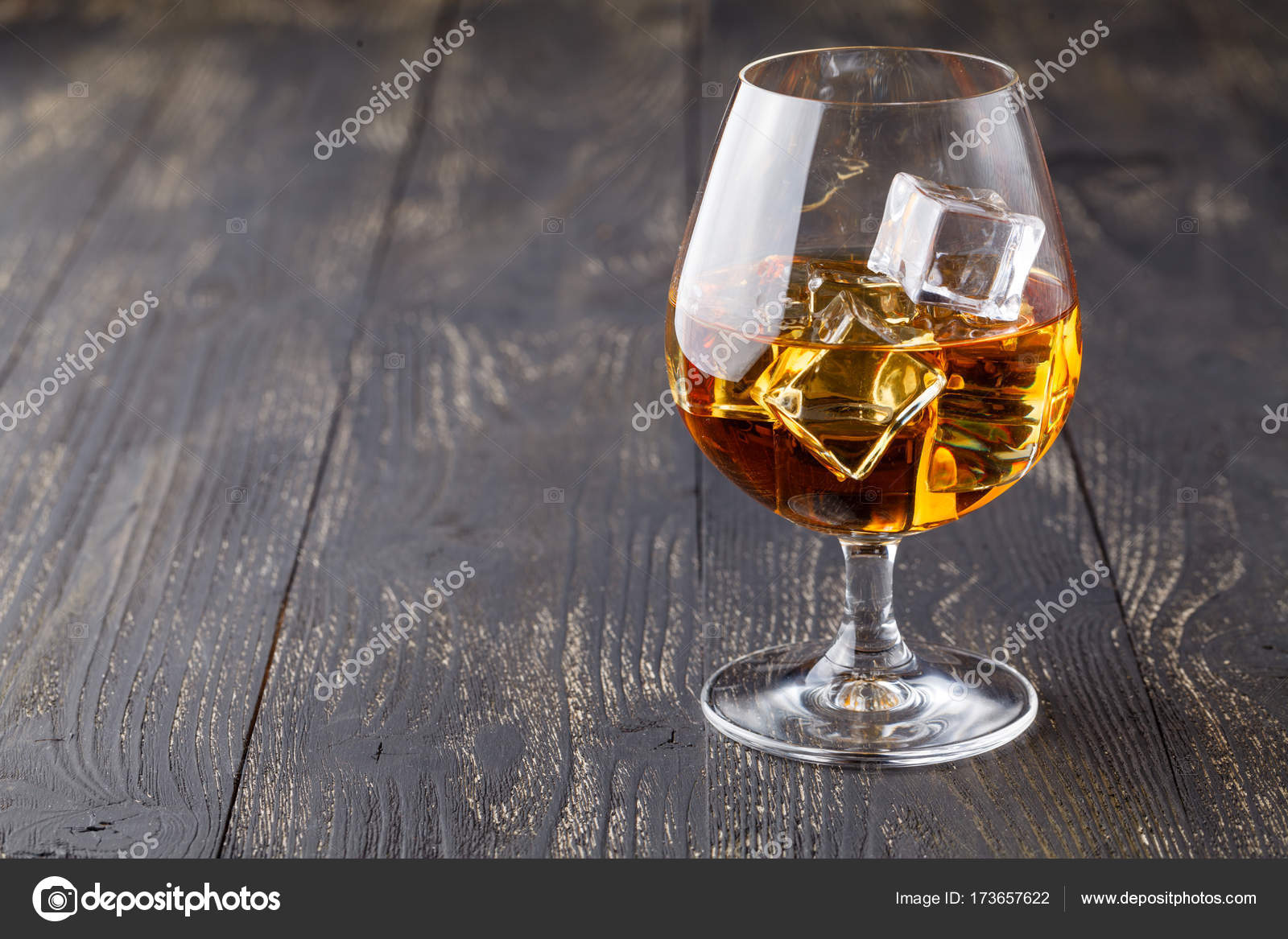 Datování staré sklenice na pití