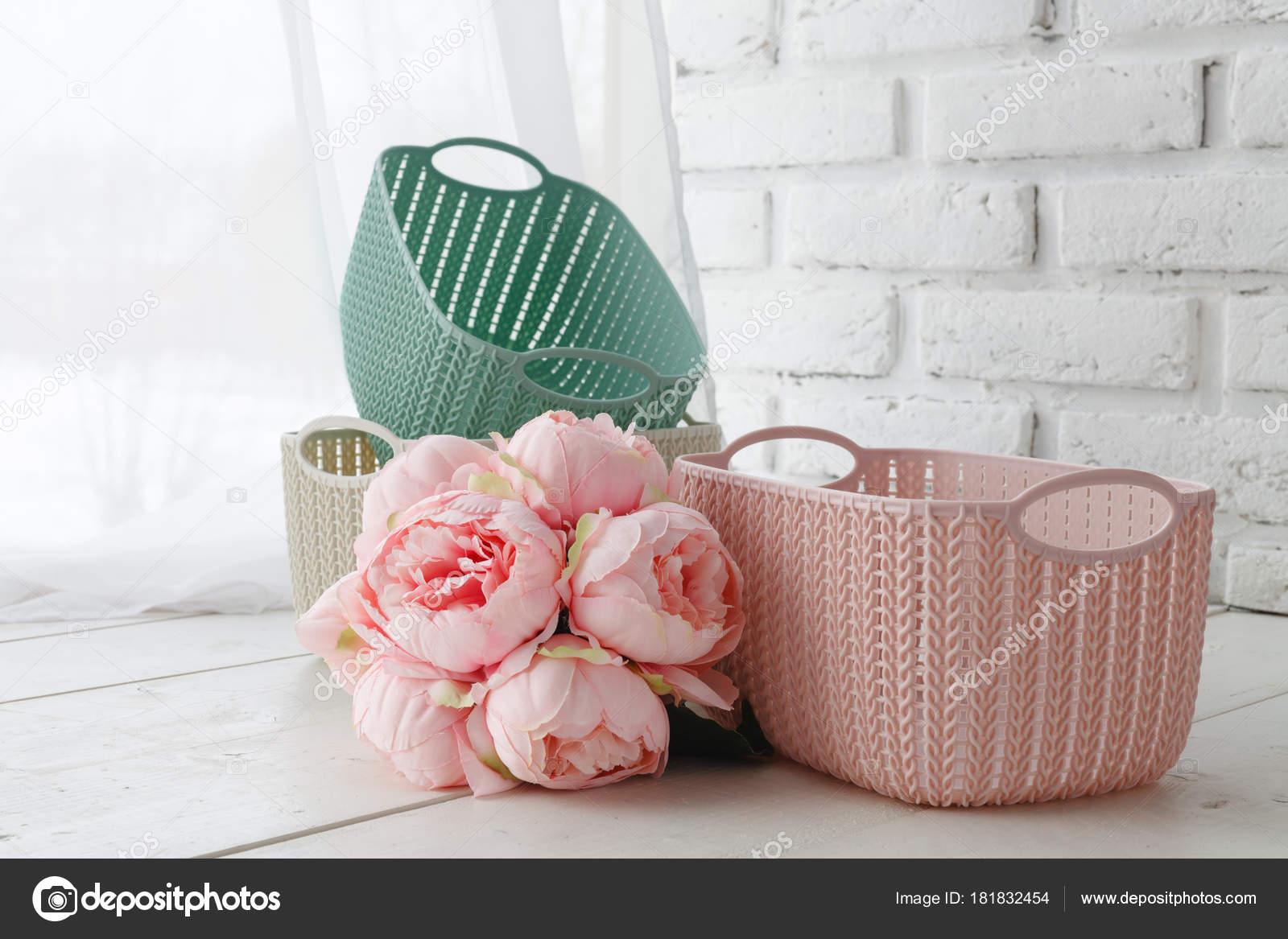 Freizeit Konzept Home Organisatoren Farbige Körbe Mit Handgefertigten  Accessoires U2014 Stockfoto