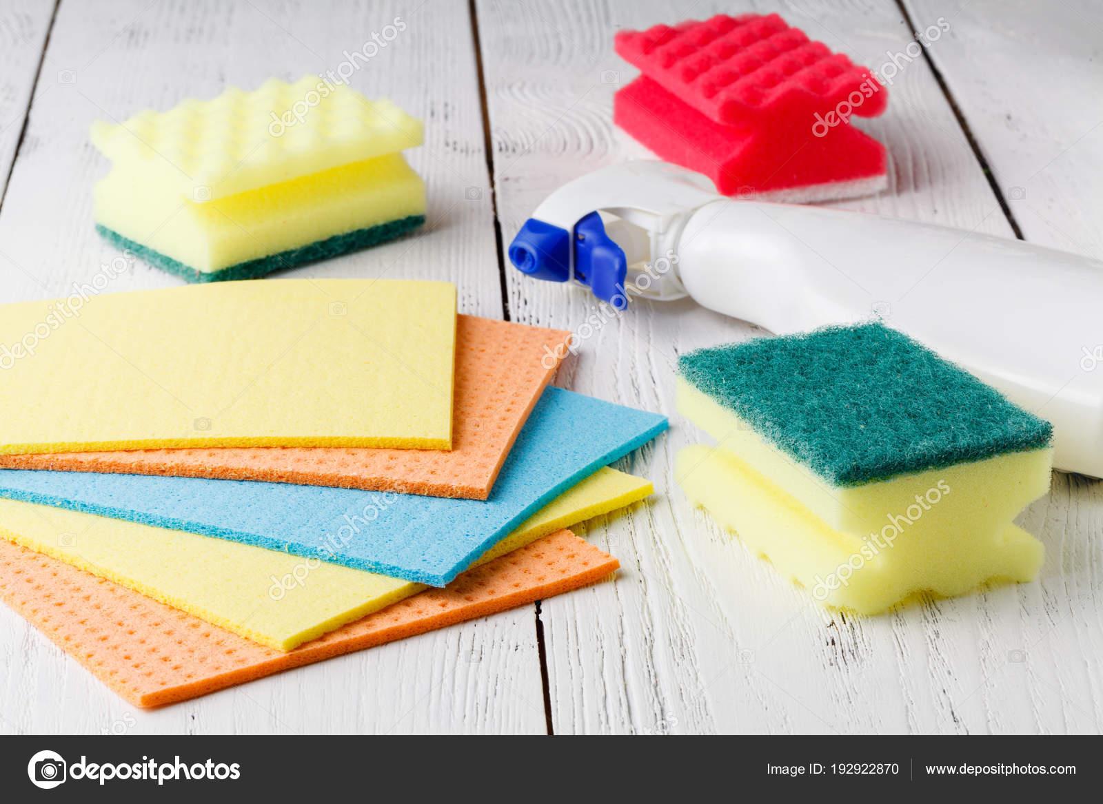 Keukenkasten Met Apparatuur : Schoonmaak benodigdheden en apparatuur voor keukenkasten u2014 stockfoto