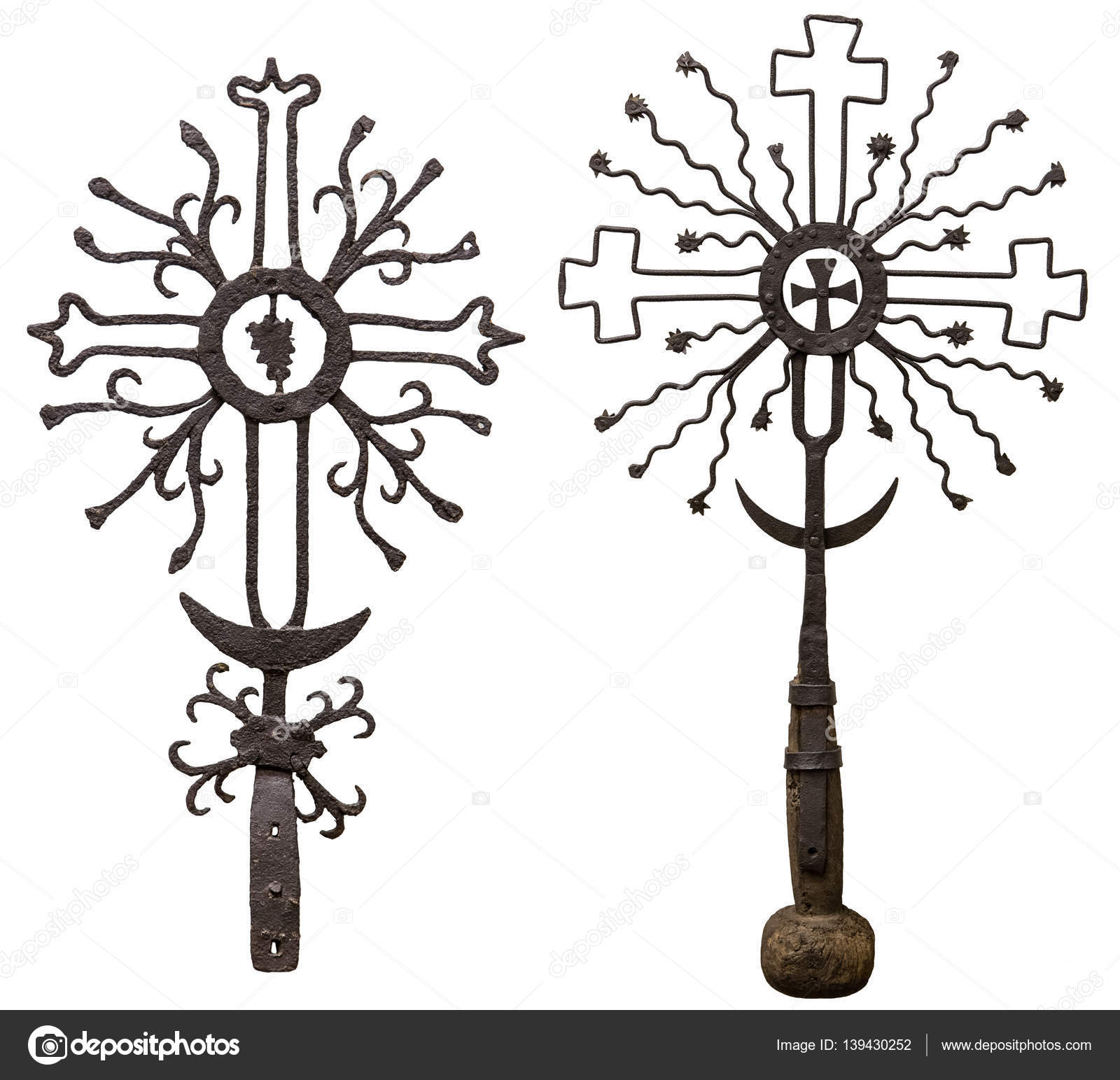 Cruz de metal antiguo aislado en fondo blanco — Foto de stock ...