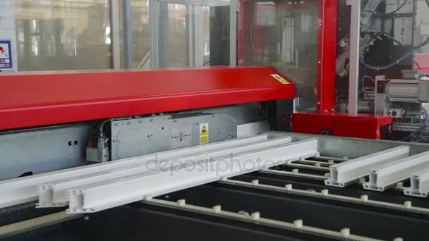 Specializované stroje pily plastového profilu