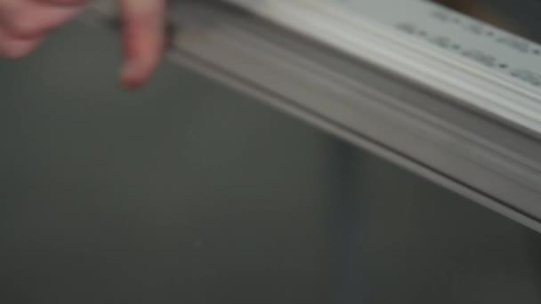 Dělník montážní plastové dveře a okna