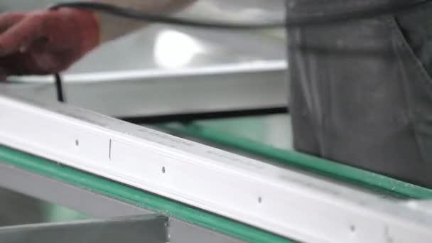 Instalace pryžové těsnivo v plastových oknech