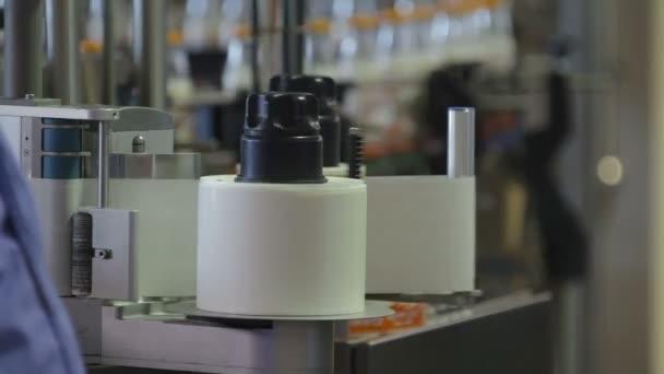 Etiketovací stroj na mléko továrna dopravní pás