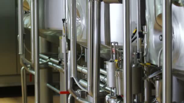 Potrubí v dílně moderní továrny