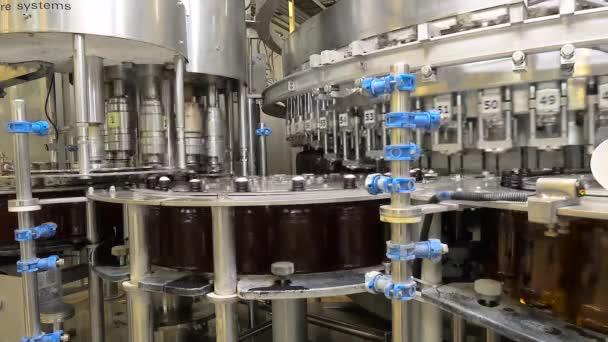 Geschäft zum Abfüllen von Bier in einer Brauerei.