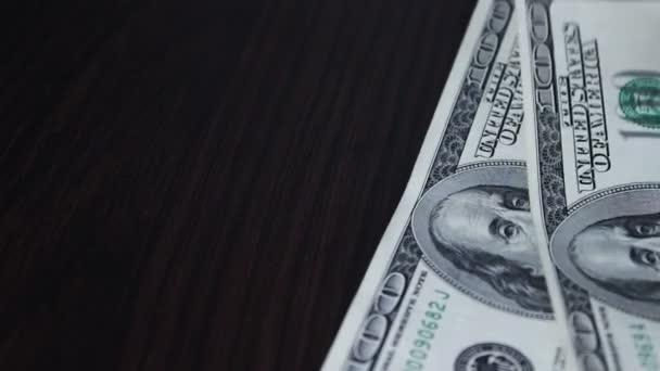 klesající peníze detail