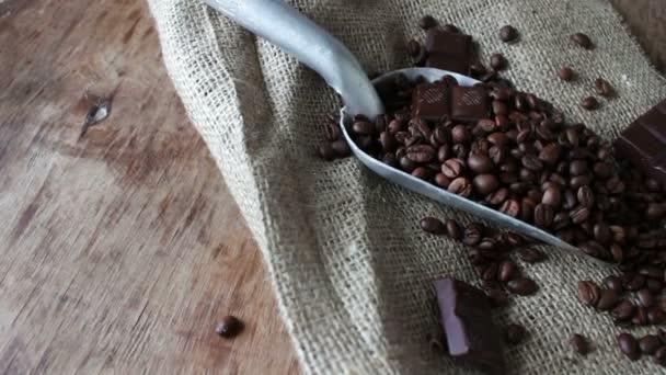 lapát, a sötét csokoládé és a kávé
