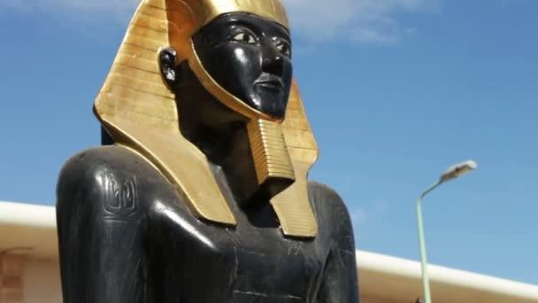 Socha starověkého egyptského boha