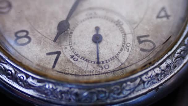 Vértes vintage óra szembenéz ketyeg le másodperc