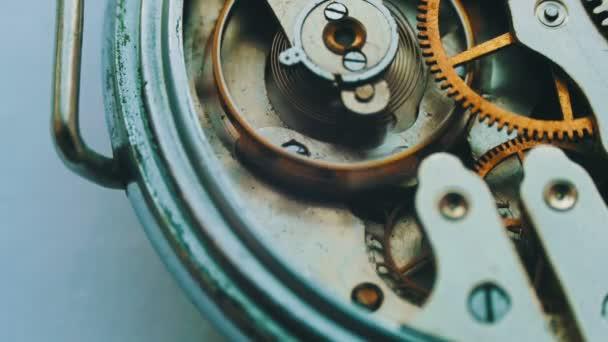 Staré retro hodiny mechanismus pracuje, Detailní záběr s měkkým zaměřením