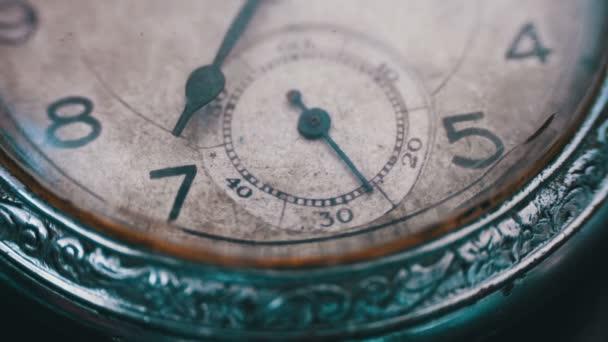 Vértes vintage óra mechanizmus dolgozik
