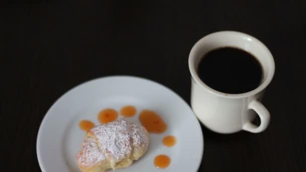 Szakadó kávé reggeli