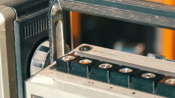 Tlačítka Zavřít pohled na starého magnetofonu. Starožitný retro předměty