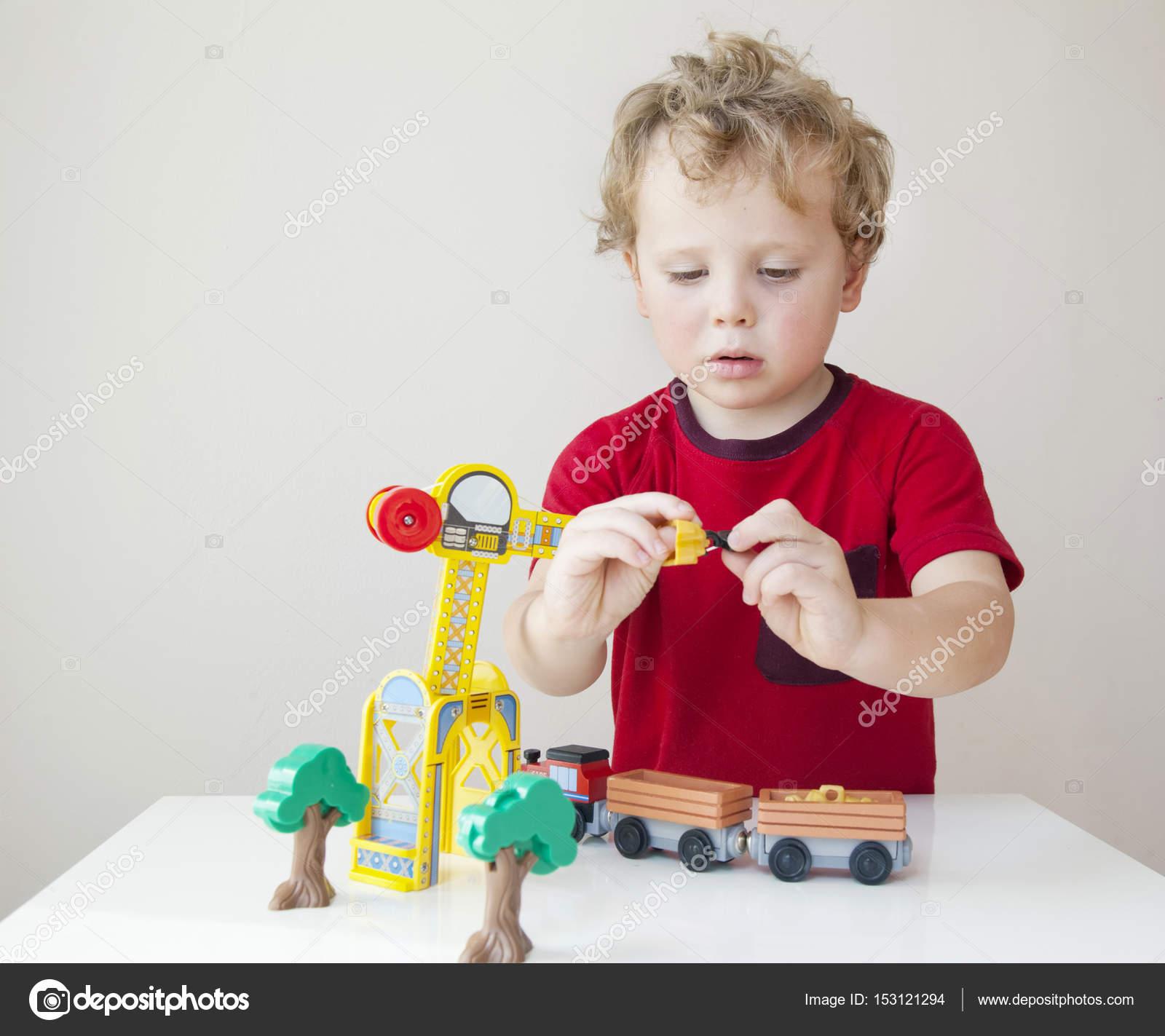 Retrato Plástico Con Juguetes Niño Jugando Madera Y De sCxoQrBthd