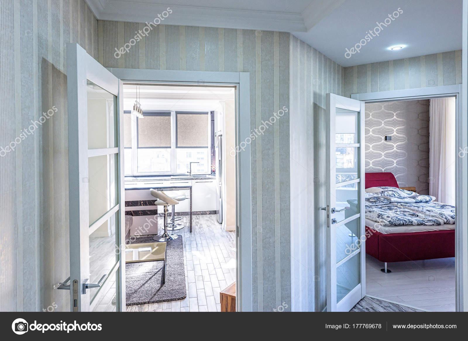 weiße Wohnung innen Halle design — Stockfoto © frimufilms #177769678