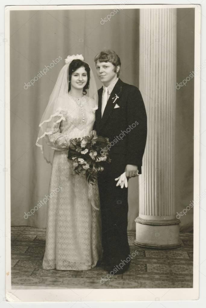 Vintage Foto Zeigt Eine Braut Mit Brautigam Braut Tragt Einen