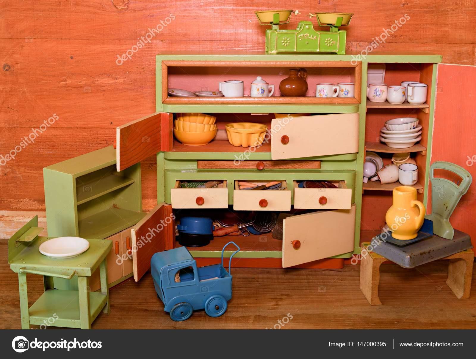 Houten Speelgoed Keuken : Vintage speelgoed voor meisjes. houten speelgoed keuken u2014 stockfoto