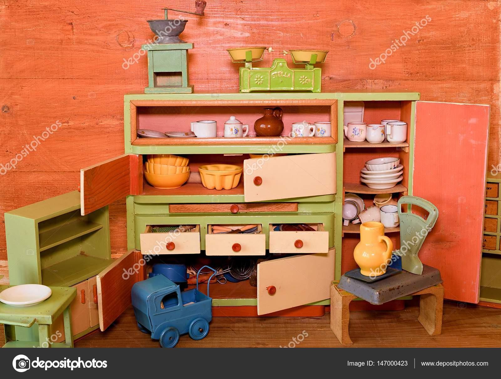 Giocattoli vintage per le ragazze. cucina giocattolo di legno u2014 foto