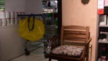 Vnitřní pohled do obchodního domu IKEA. IKEA je světy největší prodejce nábytku