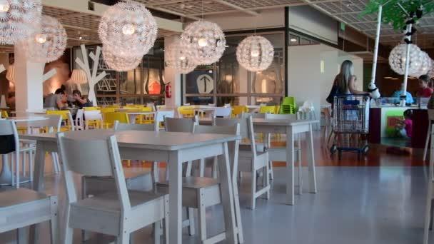Vista all 39 interno all 39 interno del negozio ikea ikea il for Mobili piu