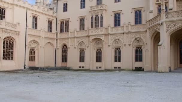 Palác - Zámek Lednice a zámecká zahrada. Zámek Lednice, světového kulturního dědictví Unesco na jižní Moravě. 4k