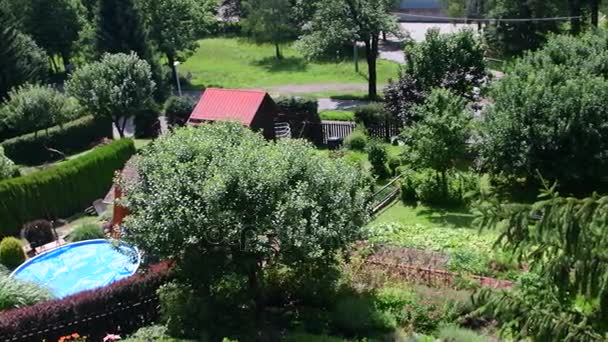 Giardini Moderni Con Piscina : Vista panoramica del giardino moderno con piscina u video stock