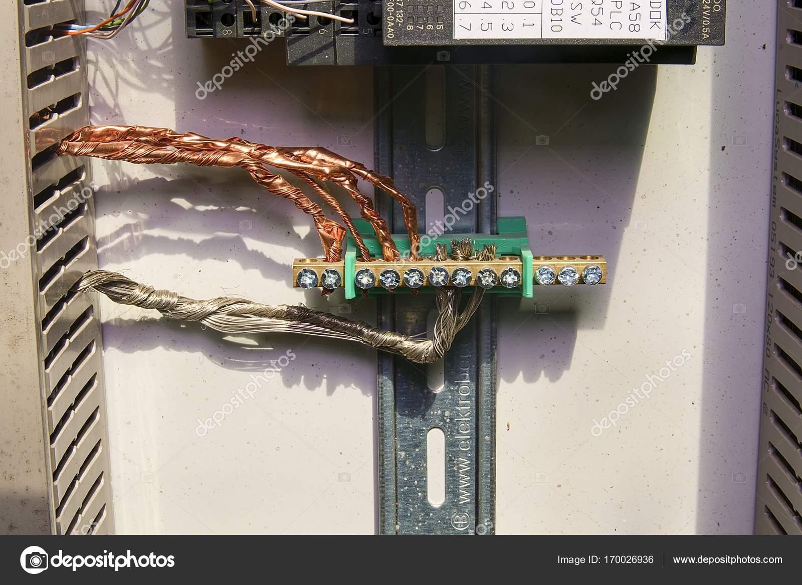 NEC MultiSync E506 bezdrátově k PC.