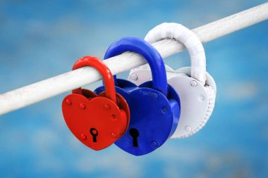 padlocks in the shape of a heart in the colors of the Russian flag