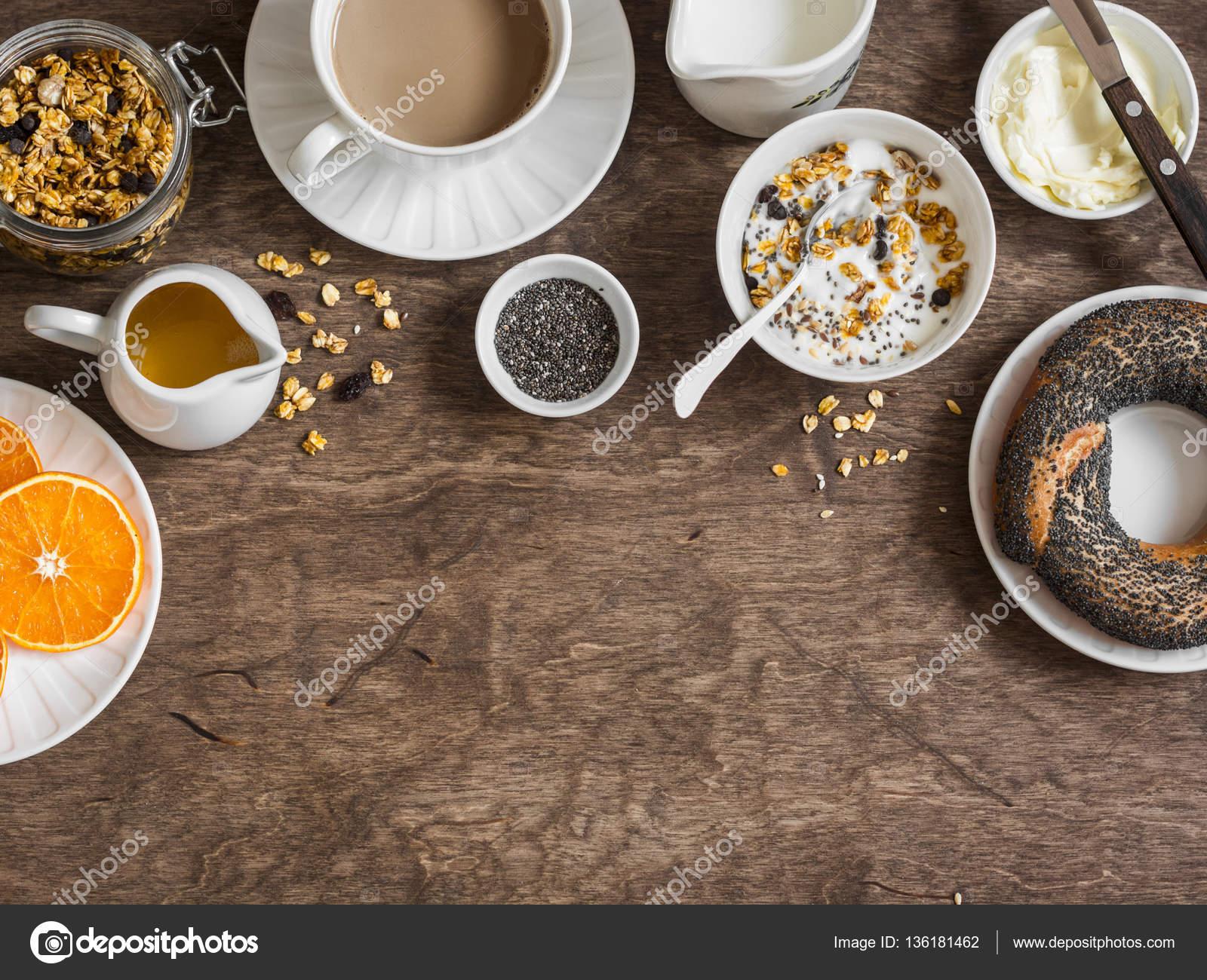 Frühstück-Einstellung über Holztisch mit Kopie Raum Grenze. Kürbis ...