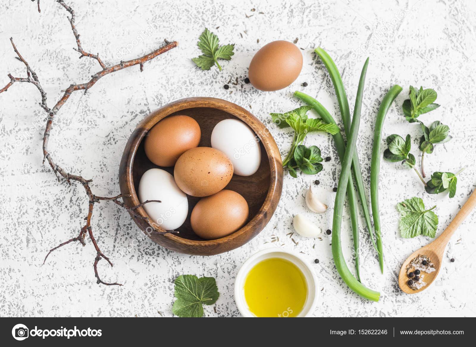 Jardín hierbas, especias y huevos cocina rústica naturaleza muerta ...