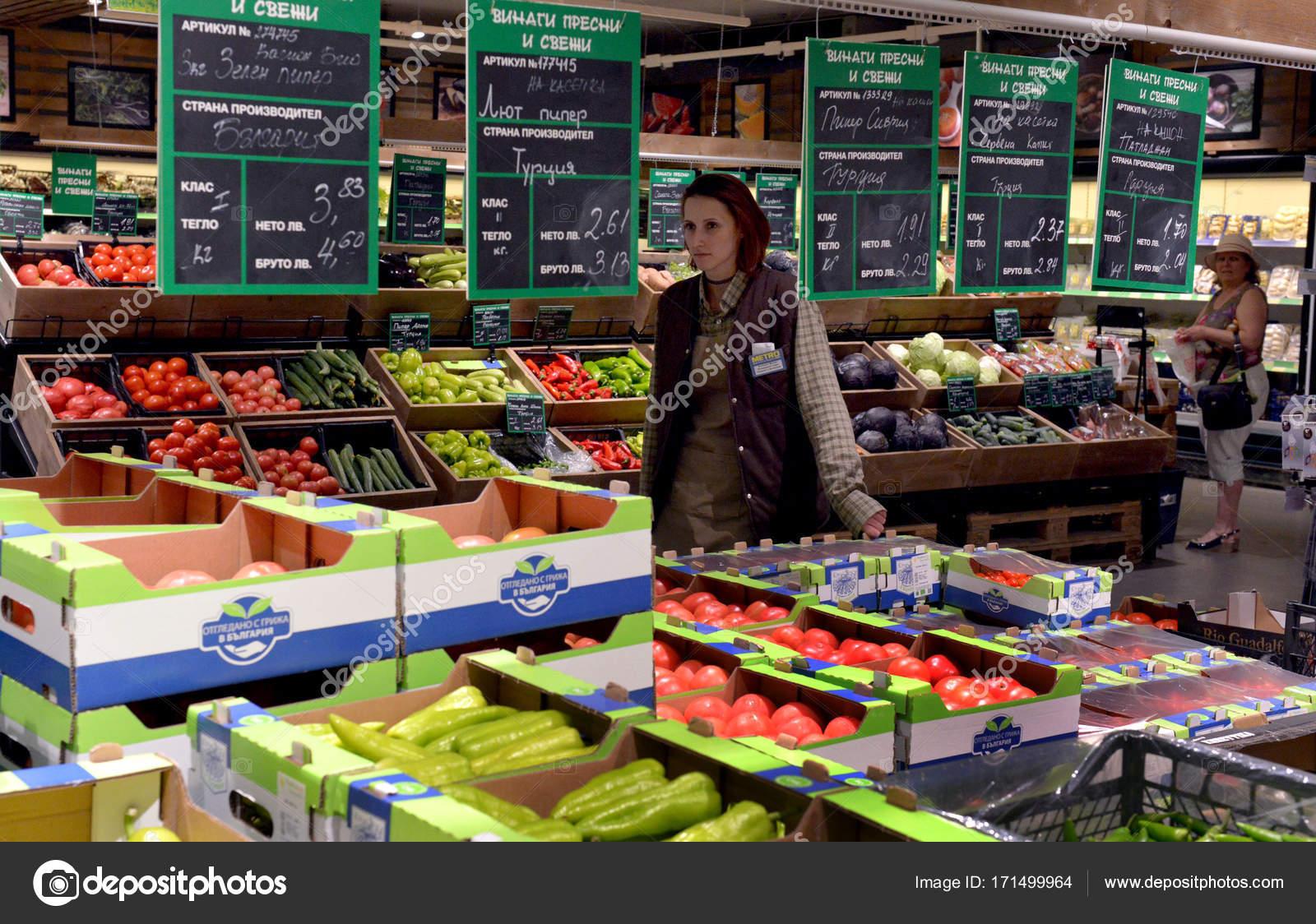 София, Болгария - 27 июня 2017  Люди покупки в супермаркете — Фото автора  julia lazarova f4c943868c4