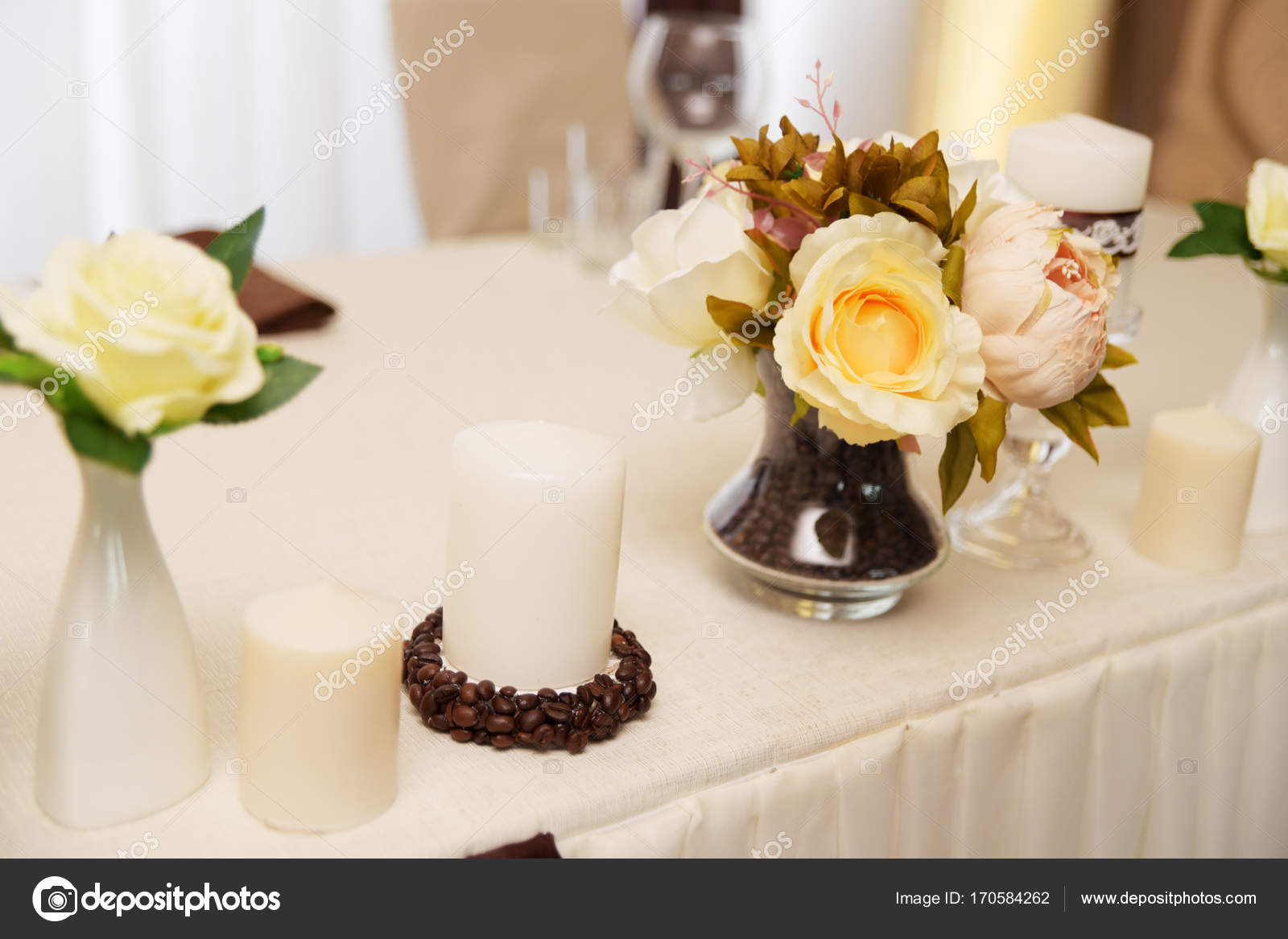 Wedding decorations . Flowers and coffee beans — Stock Photo ...