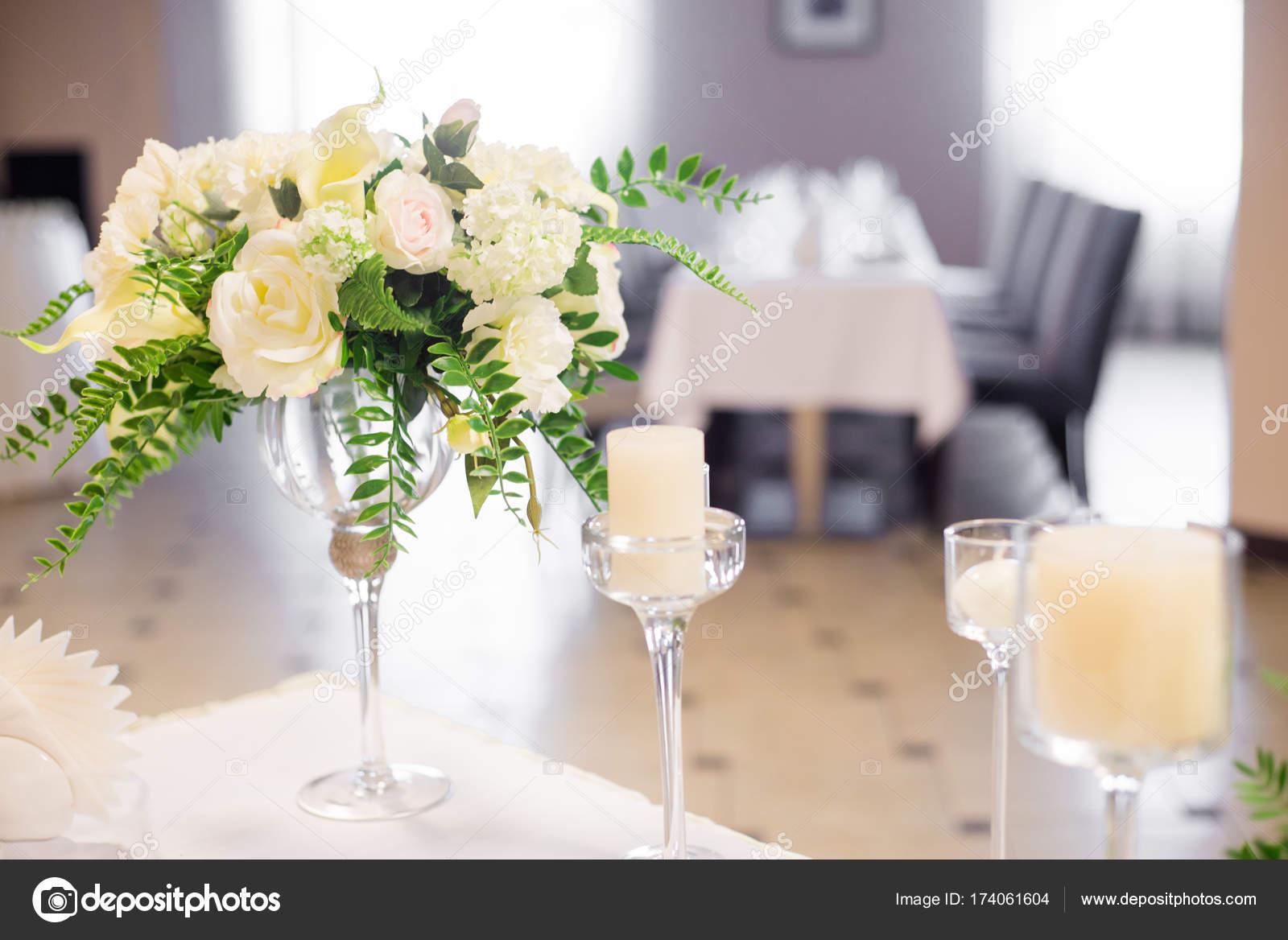 Hochzeit Dekoration Im Inneren Weisse Blumen Auf Dem Tisch Die