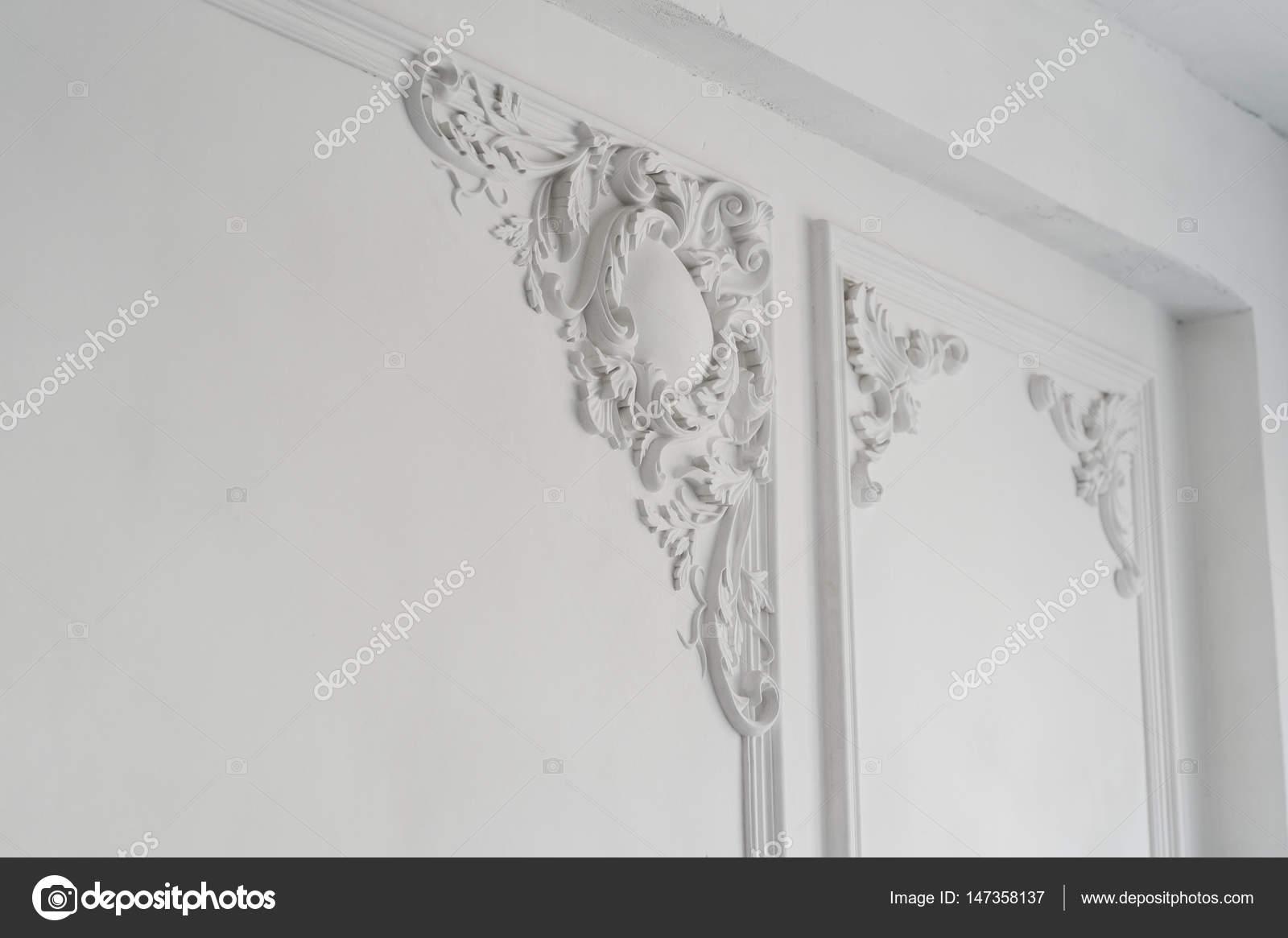 Luxe Mur Blanc Design Bas Relief Avec L Ment De Roccoco De Moulures