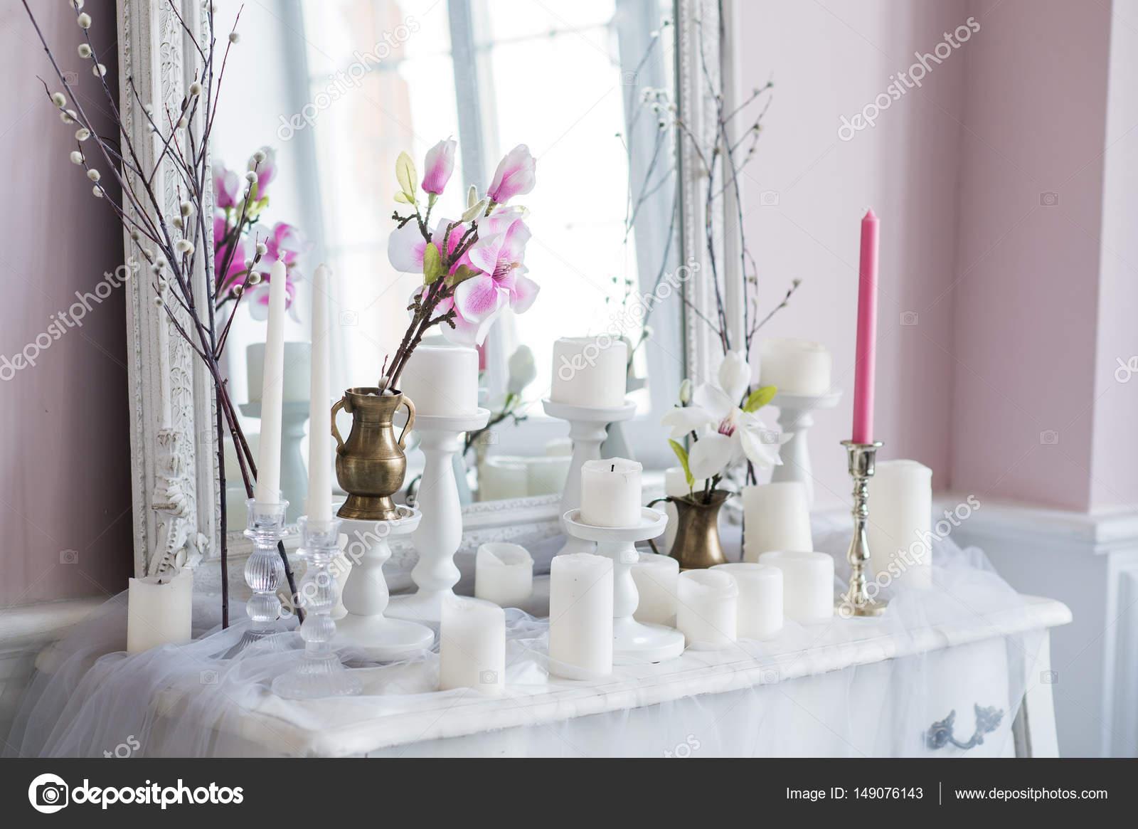 Shabby chic design per la casa bella decorazione tavolo con un