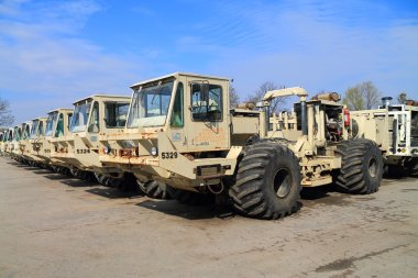 Seismic vibrators vehicle INOVA AHV-IV-362