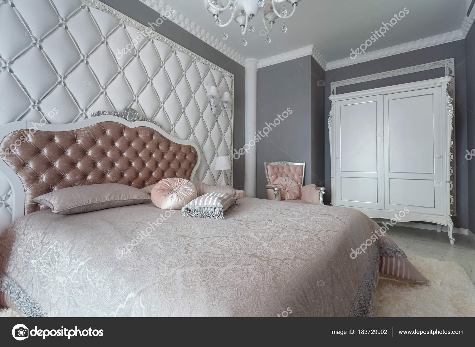 Een Klassiek Interieur : Interieur van een klassieke stijl slaapkamer in luxe woning