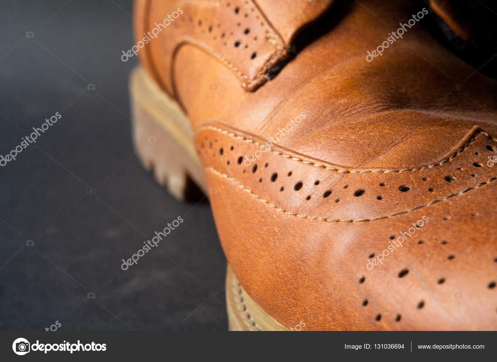 e36ef65a7dce5 zbliżenie grzywny stylowe buty męskie eleganckie klasyczne skórzane ...