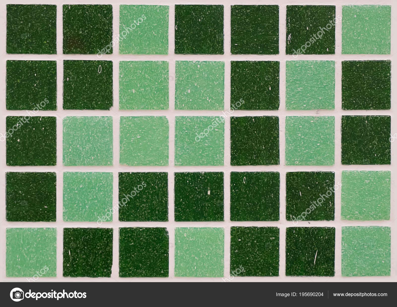 Groene Mozaiek Tegels : Veelkleurige groene mozaïek u2014 stockfoto © diy13@ya.ru #195690204