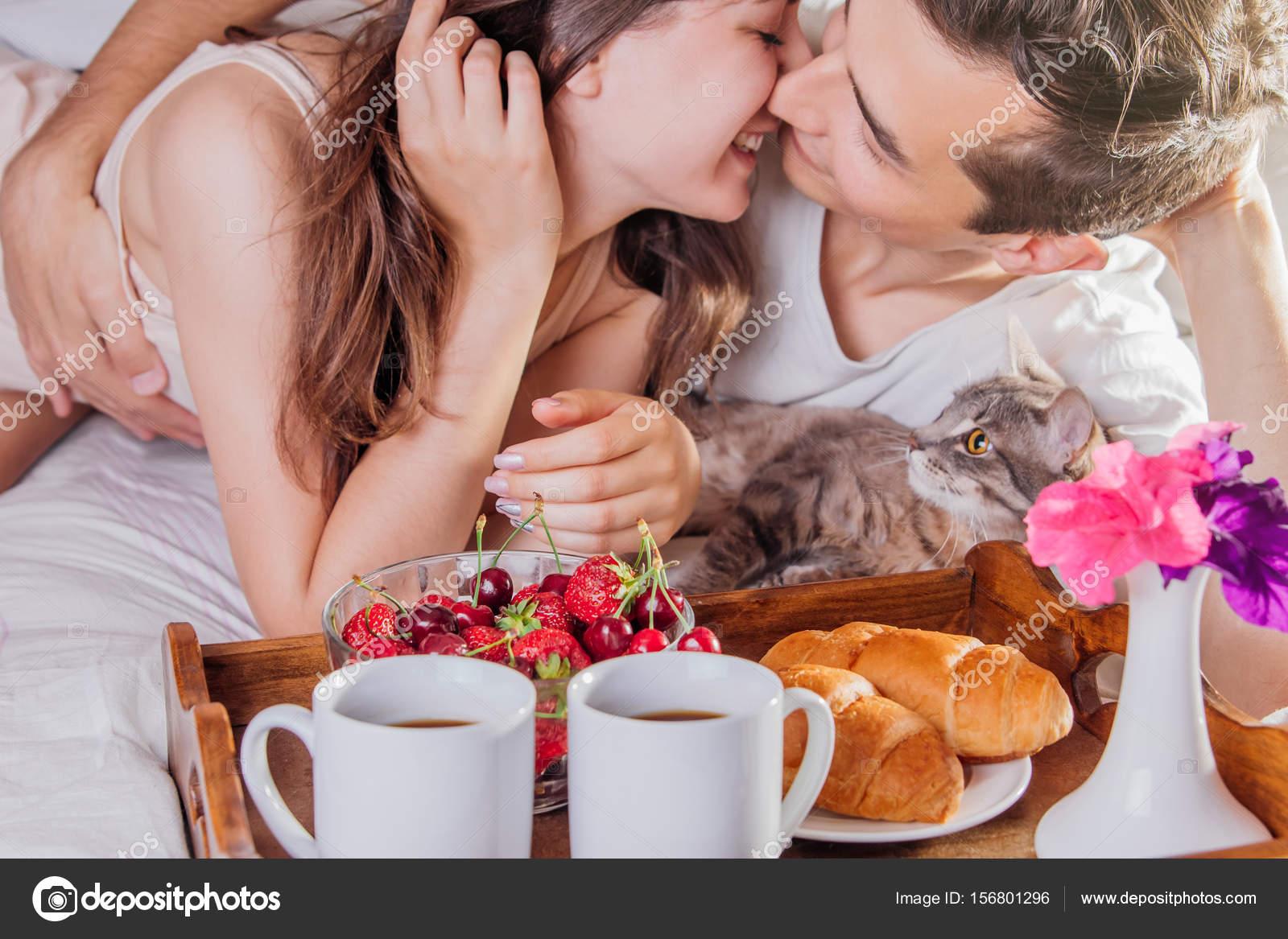 Para O śniadanie W łóżku Zdjęcie Stockowe Maryviolet