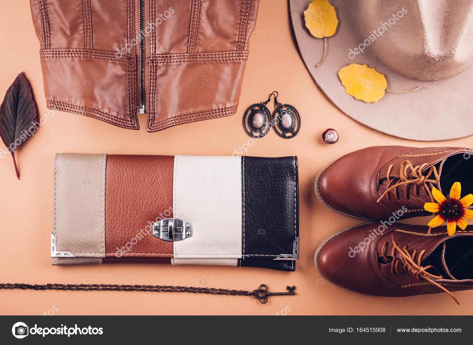 2a5b8bab4e7 Φθινοπωρινά γυναικεία στολή. Σετ Ρούχα, παπούτσια και αξεσουάρ — Φωτογραφία  Αρχείου
