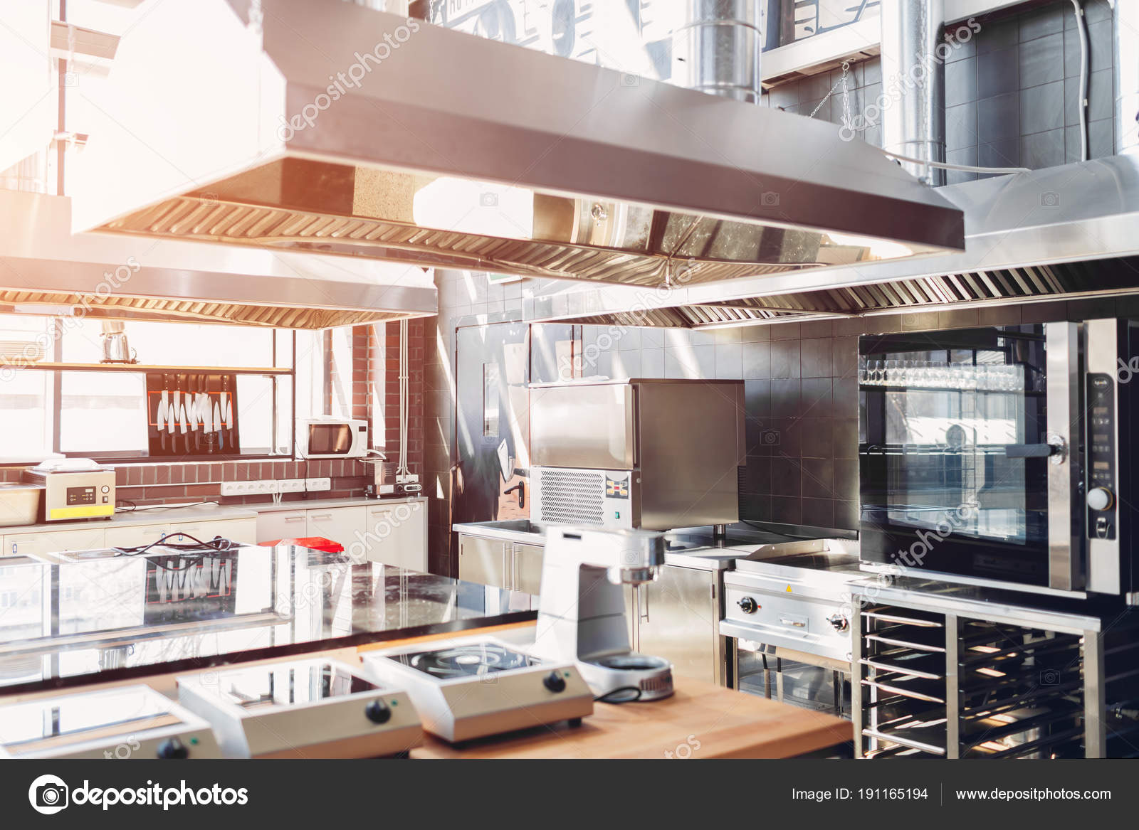Cucina professionale del ristorante moderne attrezzature e