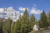 hegyi kápolna a Dolomitok
