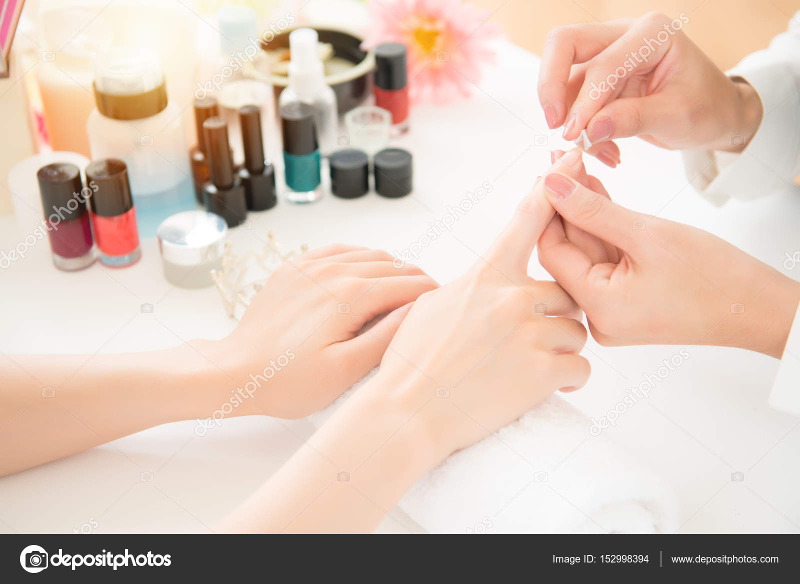 Nagel Behandlung Maniküre Polieren — Stockfoto © primagefactory ...