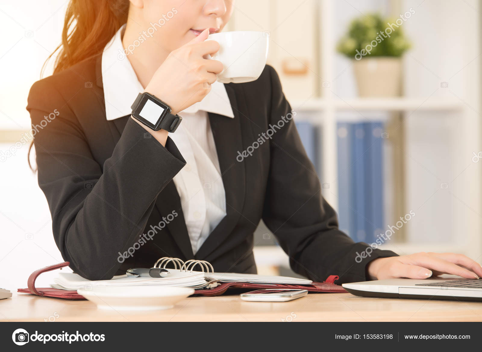 Если девушка пьет на работе заработать моделью онлайн в можайск