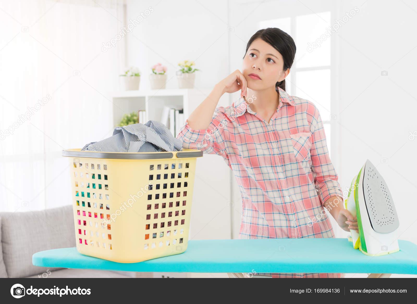 schön Schönheit Hausfrau langweilt, Tagträumen — Stockfoto ...
